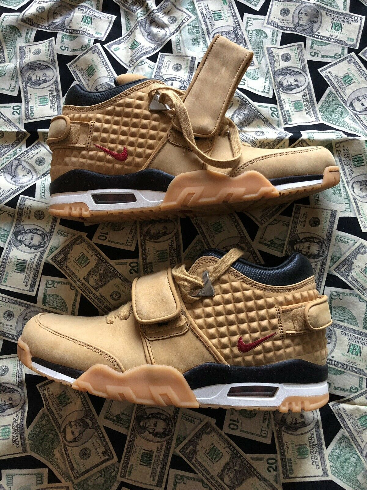 Victor Cruz Nike Air Trainer Haystack Dimensione  9.5 Autentico venduto OG Mens New  risparmiare fino all'80%