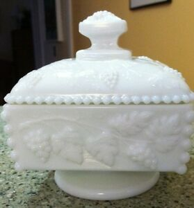 VINTAGE-WESTMORELAND-BEADED-GRAPE-LIDDED-CANDY-DISH-WHITE-MILK-GLASS-SQUARE