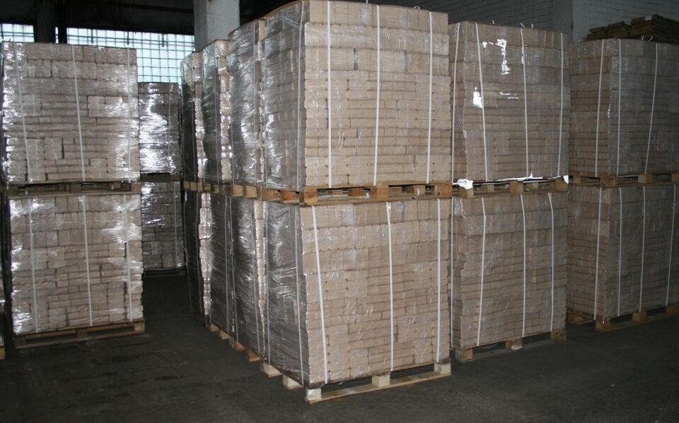 Træbriketter lyse firkantet ca. 960 kg