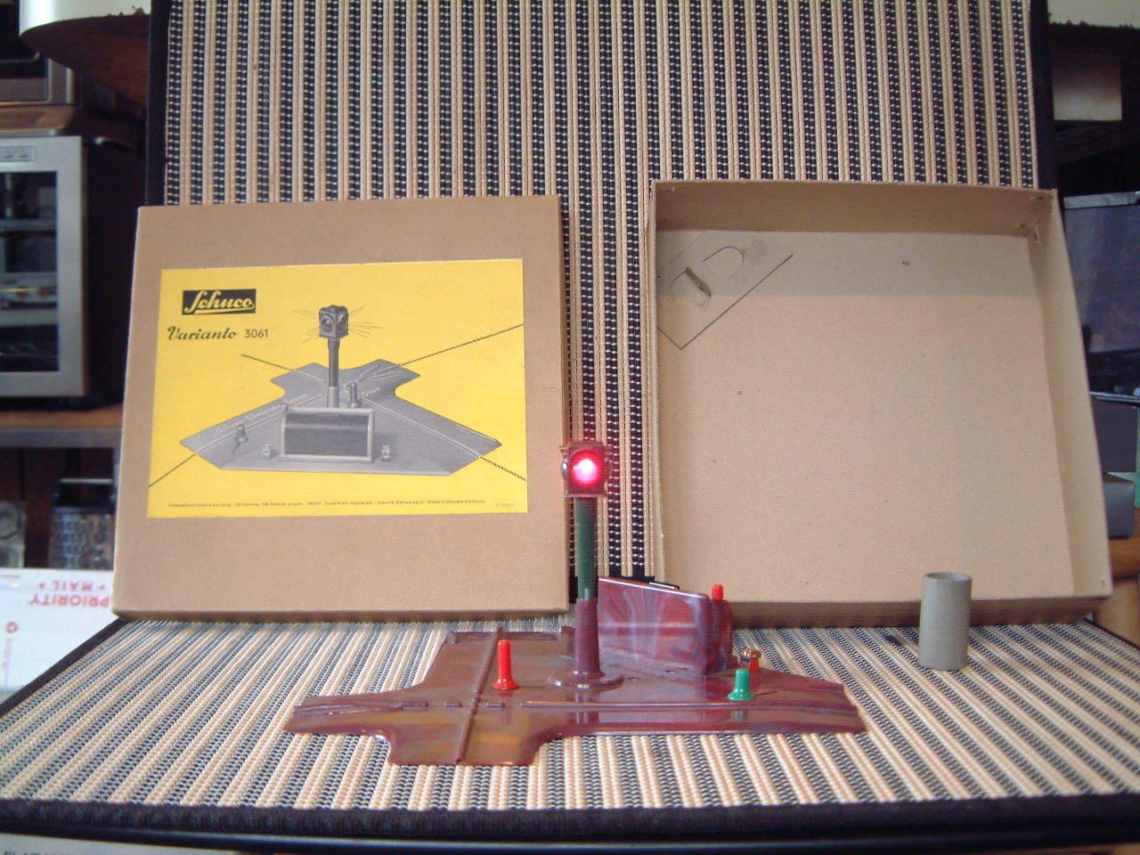 Schuco raro nuevo viejo stock Varianto sin reservas. 3061 dos (2) forma funcionamiento detener Luz Con Caja