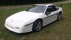 Projet a terminer FIERO GT 1988 V6   2450$  Échange acceptés