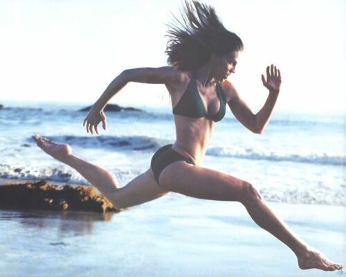 GLOSSY PHOTO PICTURE 8x10 Hilary Swank In The Beach