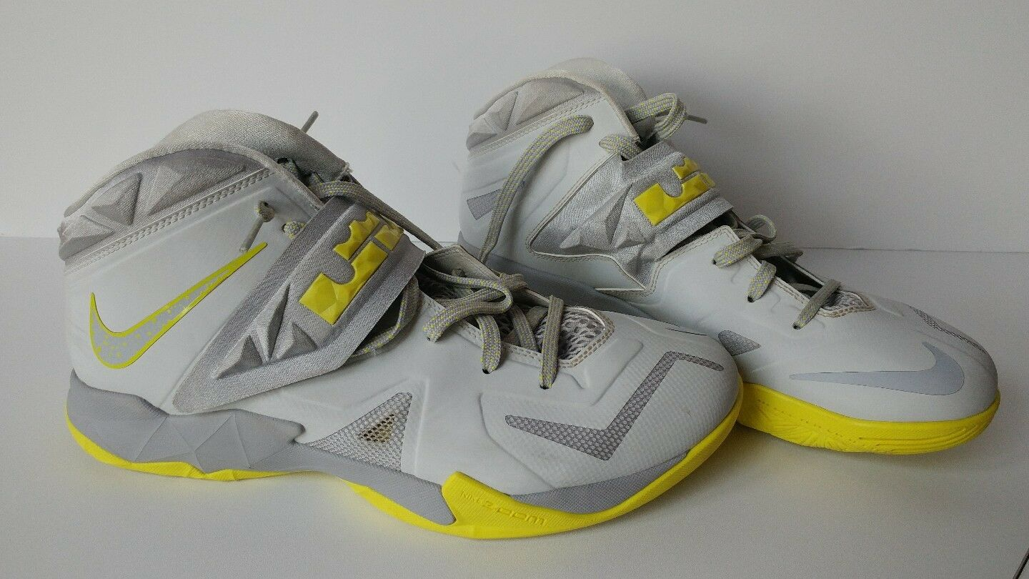 NIKE Zoom Soldier 7 VII Platinum Yellow SAMPLE NEW Size 10 Basketball shoes