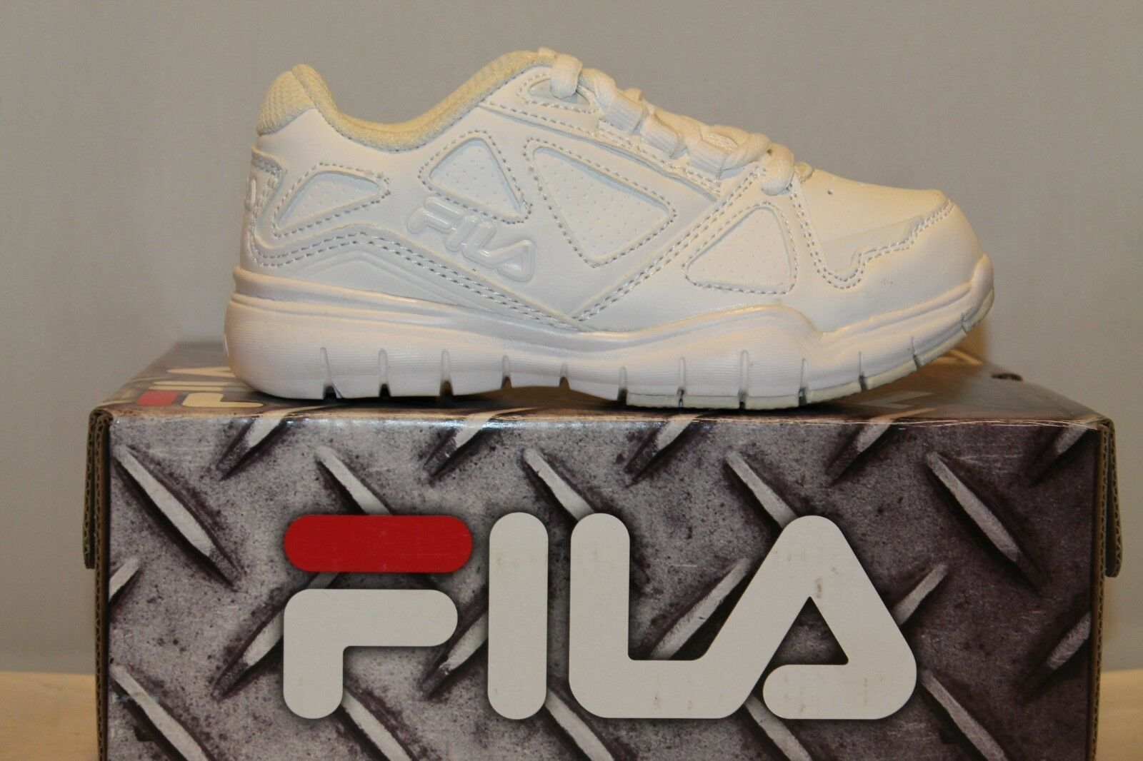 dc7da6491f67 Boys Girls Fila Training Athletic Shoes White white Size 4 Med Side ...
