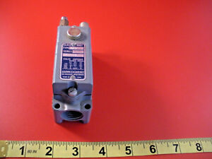 Square-D-9007-AW22-CX-Limit-Switch-9007AW22-600v-5a-New-Nnb
