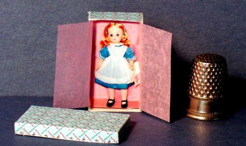 Dollhouse Miniature 1:12 Alice In Wonderland Doll Box Dollhouse girl nursery