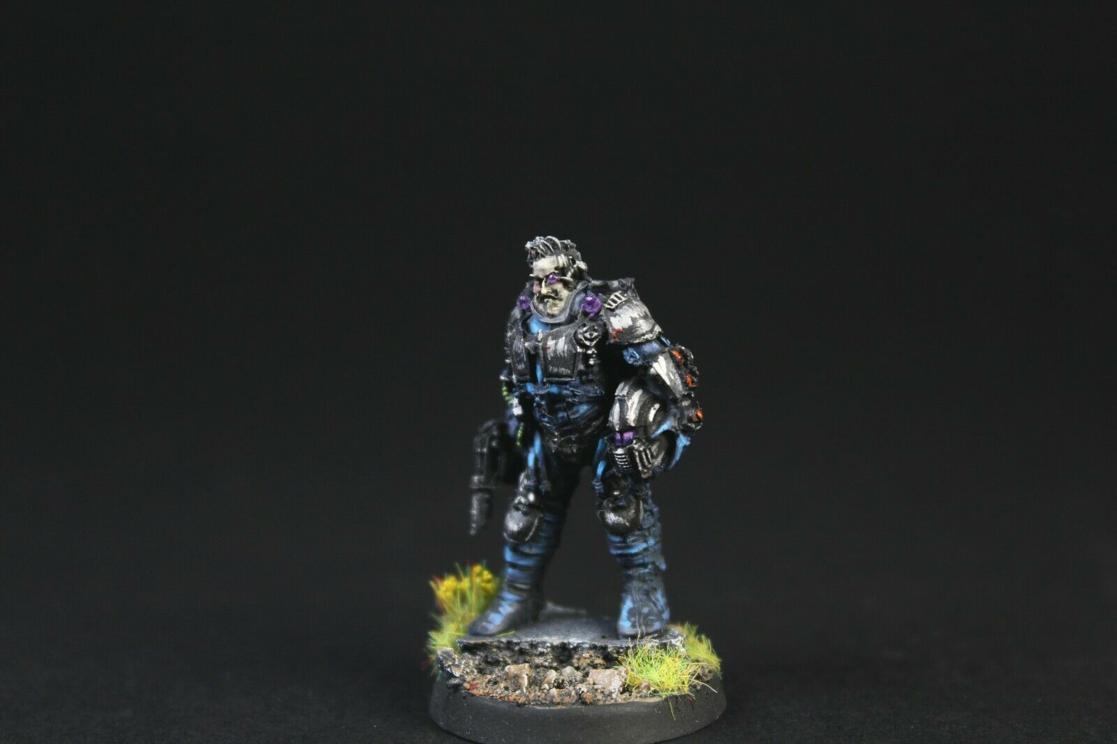 Warhamer 40000 Forge World Knight Scion Standing. Nicely painted