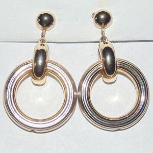 Vintage-signed-Coro-light-gold-tone-drop-dangle-circle-hoop-screwback-earrings