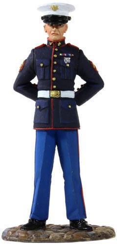 BRITAINS SOLDIERS 13001 - U.S. Marine in Dress bluee