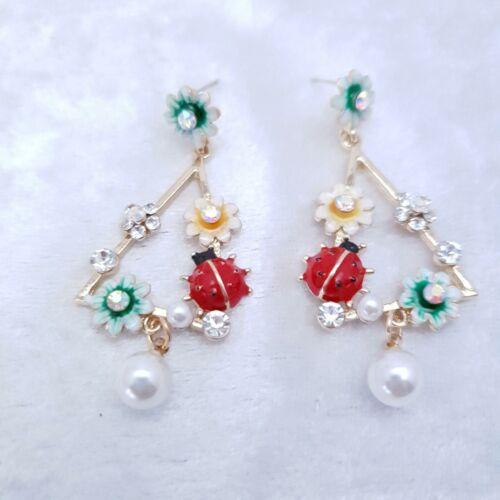 muy francés Chic /& Caja De Regalo French Esmalte Flor Ladybird Aro Pendientes de Perlas