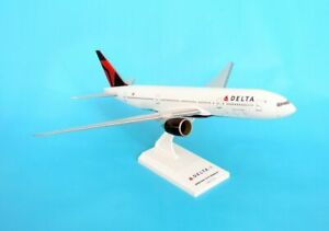 SKYMARKS (SKR374) DELTA AIRLINES 777-200 1:200 SCALE PLASTIC SNAPFIT MODEL