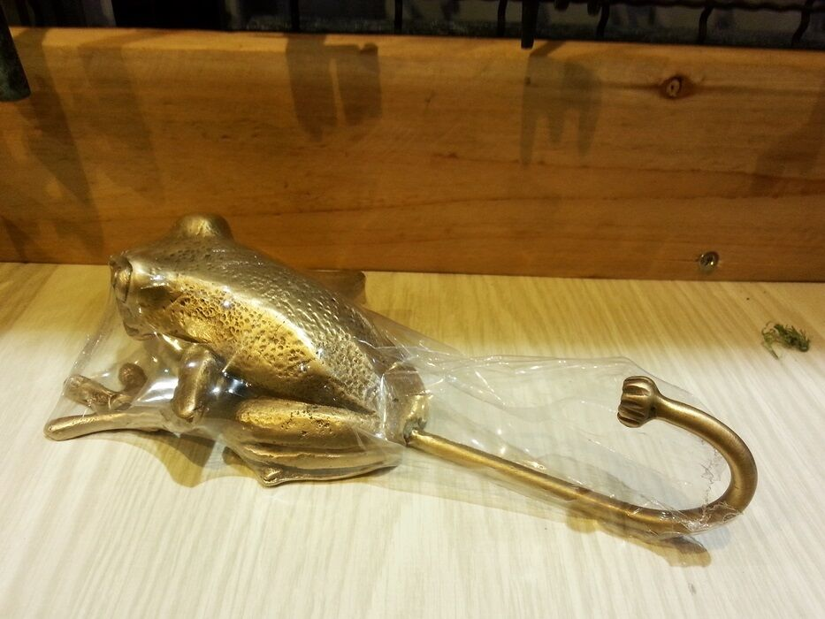 Brass Hook Hanger BIG FROG Figurine Wall Mount Coat Hat Vintage Home Decor Livin
