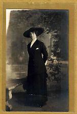 Carte Photo vintage card RPPC Femme debout robe chapeau mode fashion ph066