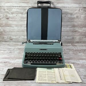 1960's Vintage Olivetti Lettera 32 Portable Typewriter & Case Made In Italy READ