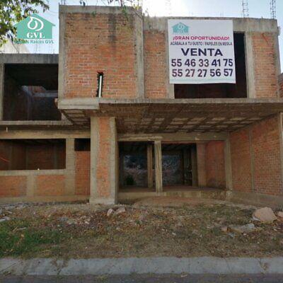 Casa en obra negra, tiene Licencia de Construcción y Planos para terminarla en Morelia Michoacán.