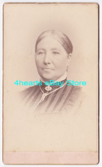 G14-967 Mrs James Robinson - Lawrence, MA      --- partly id'd
