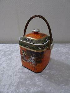Japan-Imari-Porcelain-Container-for-Tea-with-Basket-Handle-Vintage