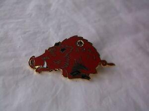 CR10-Vintage-Arkansas-Razorback-Red-7-I-Lions-Club-Pin