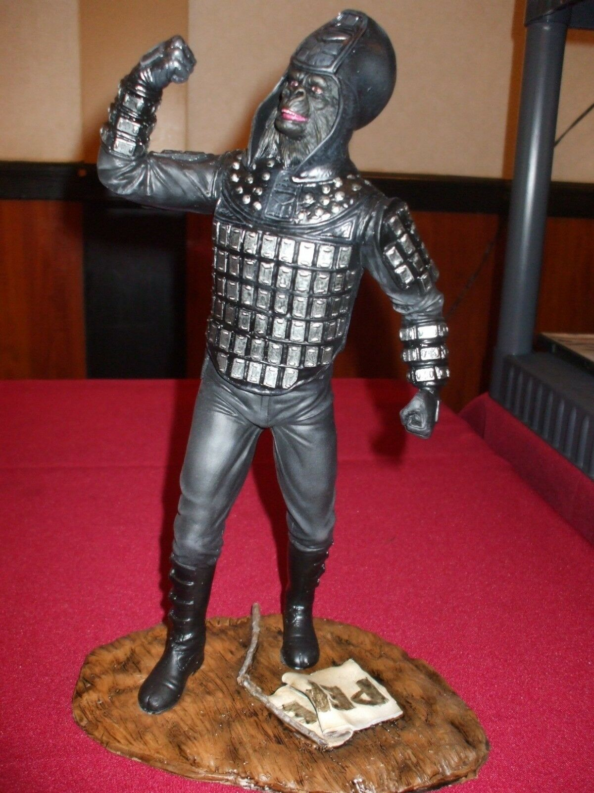 Planet of the apes general ursus 1 6 scale resin model kit