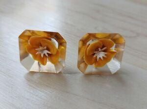Reverse-Carved-Lucite-Orange-Flower-Screw-Back-Earrings-Silver-Tone-Vintage