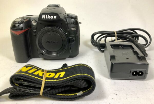 Nikon DSLR D90 body w/ charger and battery shutter count:12232 tested