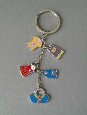 Schlüsselanhänger Mit Bunten Kleidern (metall).