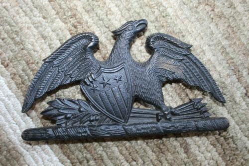 """Spread Eagle Cast Iron Trivet  1952 VIRGINIA METALCRAFTERS 7-1//2/"""" X 4-1//4/"""""""