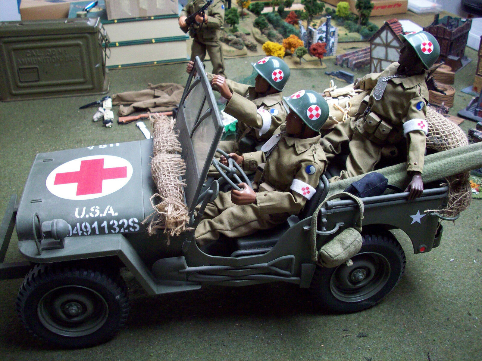 Jeep and 4 29th Division Fig's
