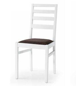 Sedia bianca in legno con fondello imbottito in tessuto for Sedia bianca moderna