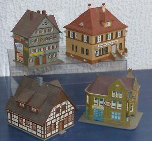 4-Gebaeude-gebaut-Kibri-Stadthaeuser-Werkstatt-Bosch-Service-Gasthof-H0