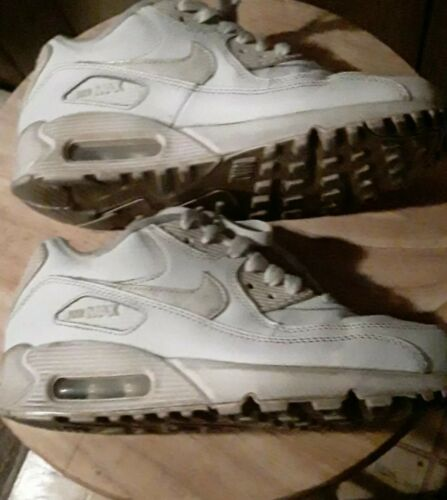 Nike air max Size 4Y Boys (Size 5 Women's)