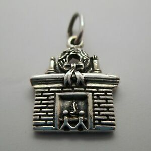 Vintage-FIREPLACE-Charm-for-Bracelet-PENDANT-Sterling-Silver-CHRISTMAS-Wreath