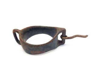 Vintage-Used-Black-Iron-Metal-Equestrian-Farm-Equipment-Shackle-Harness-Part