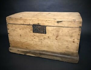 Old-PINE-CHEST-Wooden-Blanket-TRUNK-Coffee-TABLE-Vintage-Storage-BOX-Rustic