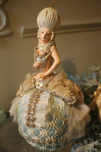 Goodwill Marie Antoinette Robe Kleid Barock Christbaumkugel Deko 21cm NEU