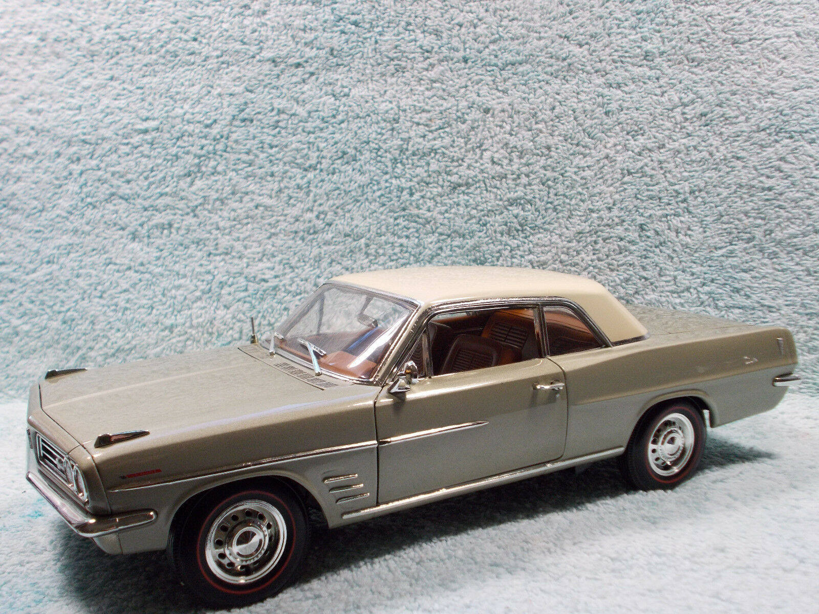 1/18 DIECAST 1963 PONTIAC LEMANS HARDTOP IN METALLIC LIME GREEN BY HIGH WAY 61.
