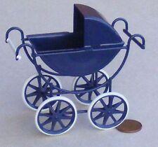 SCALA 1:12 Crema & Blu in Metallo Casa di Bambole Vittoriana carrozzina accessorio nursery