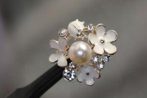 Beautiful-Designed-Decorative-Button-With-Rhinestone-Flower-Motif-Wohl-Ab