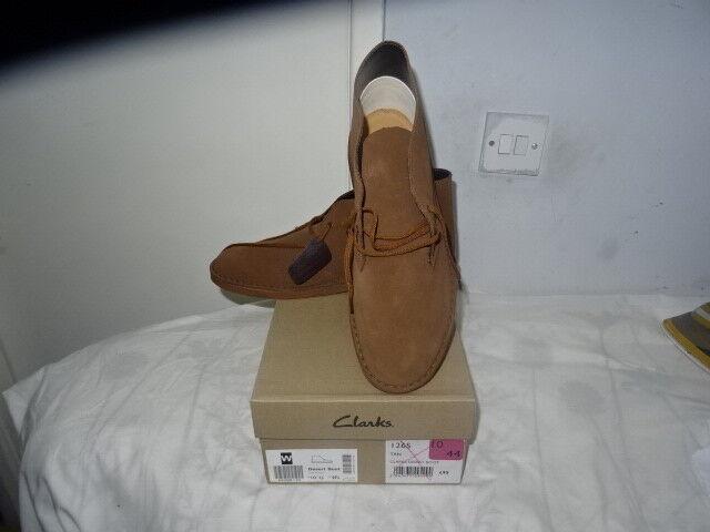 Mens Clarks - Tan suede desert boots UK 10 G