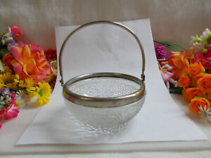 LOVELY-VINTAGE-GLASS-BOWL-IN-METAL-FRAME-WITH-HANDLE-GC-728