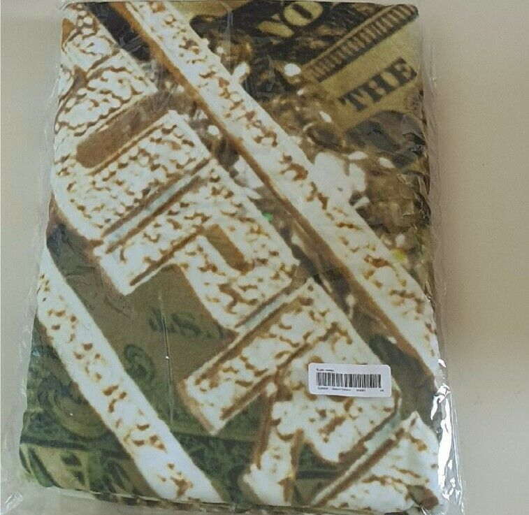 New and unopened SS20 Supreme Bling Green Beach Towel Size 39
