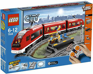 LEGO - CITY - 7938 - LE TRAIN DE PASSAGERS - NEUF ET SCELLE - NEW AND SEALED