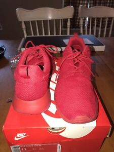 d6422513c5474 Nike Roshe One Triple Red Varsity Men Running 511881-666 Size 9-13 ...