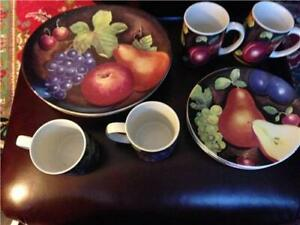 Sakura-Sue-Zipkin-034-Delicious-034-Dinner-Plates-Salad-Plates-and-Cups-4-Pre-Owned