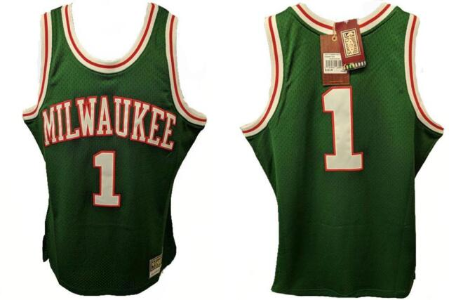 d014afbdc52 Oscar Robertson Milwaukee Bucks Mitchell   Ness Throwback Jersey XL ...