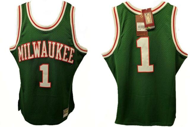 c1efbaa955f Oscar Robertson Milwaukee Bucks Mitchell   Ness Throwback Jersey L ...