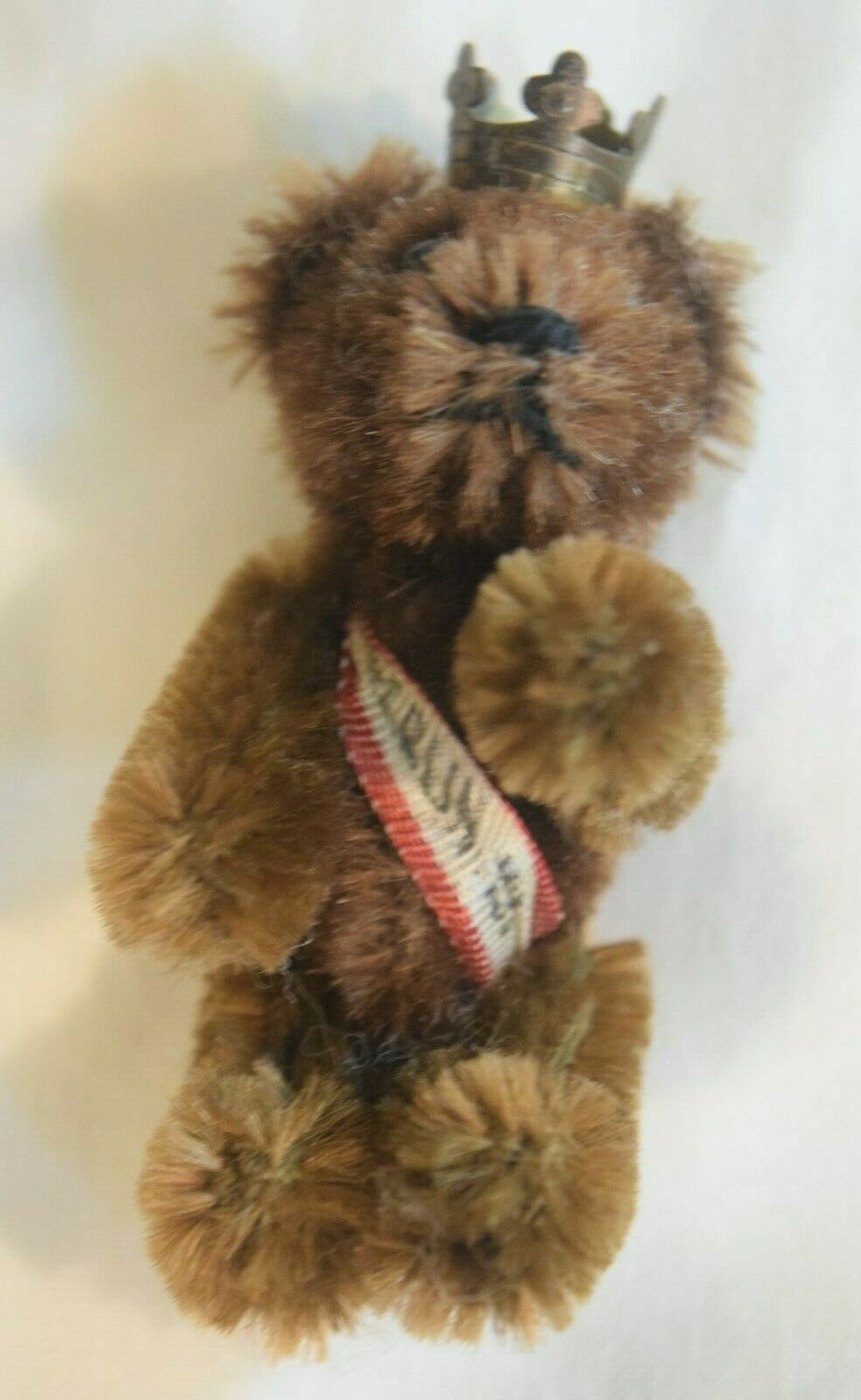 SB-003 Shuco Berlin Miniature Teddy Bear Jointed Pin Brooch Antique with Crown