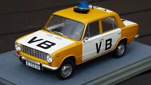 Raro-1-18-1970-Vaz-Lada-Republica-Checa-Policia-Juguete-2101-Modelo-de-Coche-Living-Daylights