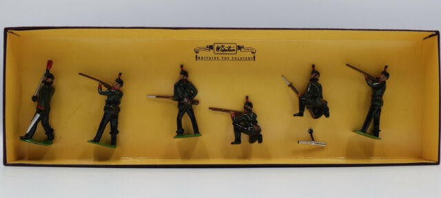 ARMY : KINGS ROYAL RIFFLE CORPS METAL SOLDIERS MADE CIRCA 1995 BY BRITAINS 8822
