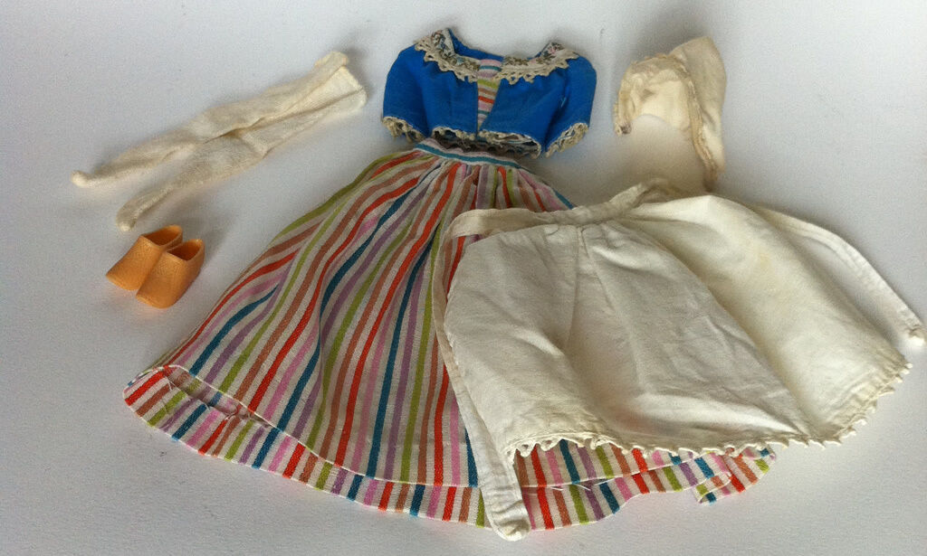 ORIGINAL BARBIE VINTAGE CLOTH   0823  BARBIE IN HOLLe  garanzia di credito
